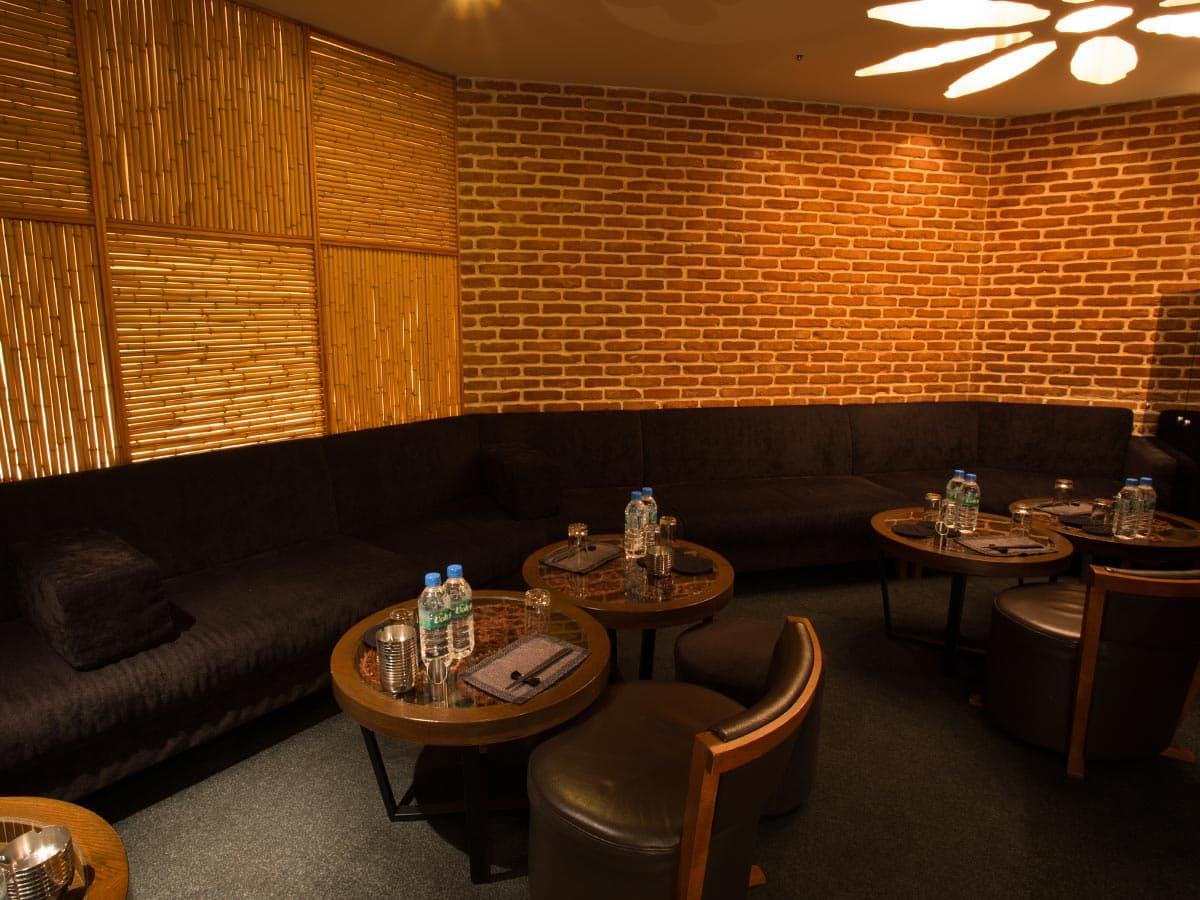 歌舞伎町のキャバクラ「アジアンクラブ」の店内写真6