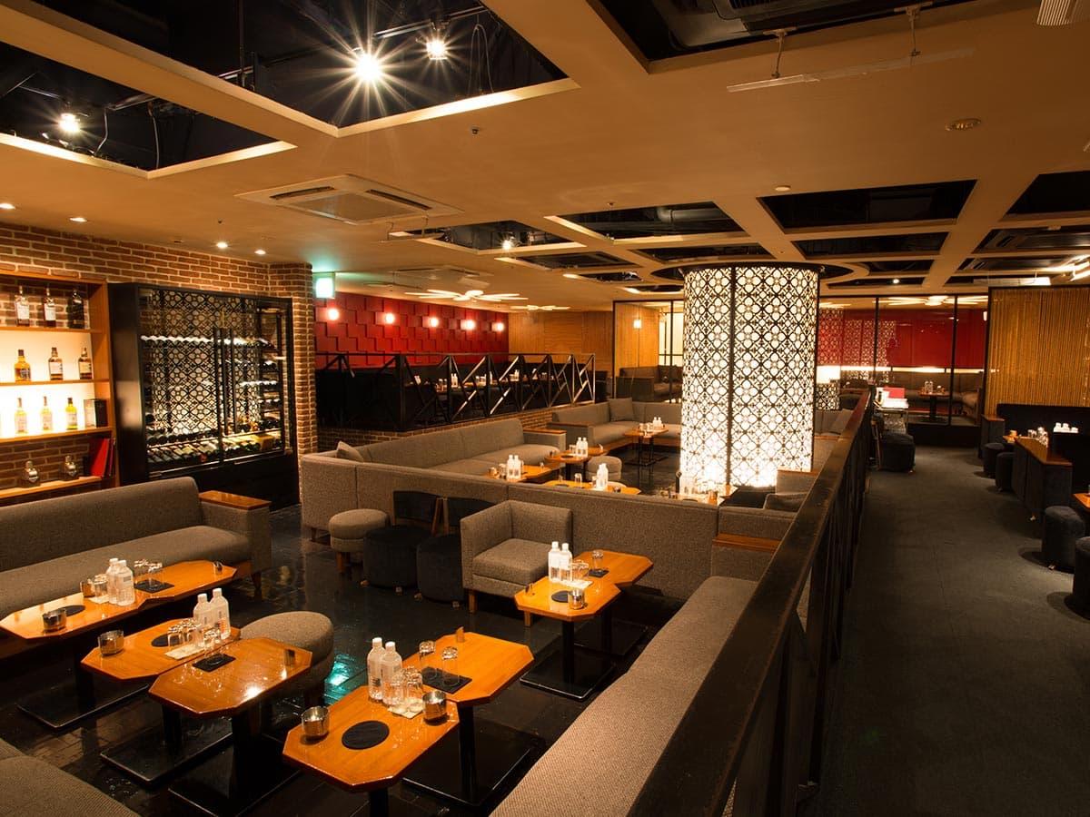 歌舞伎町のキャバクラ「アジアンクラブ」の店内写真4