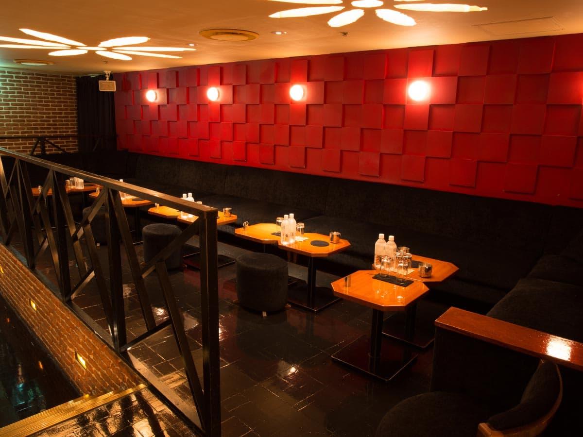歌舞伎町のキャバクラ「アジアンクラブ」の店内写真1